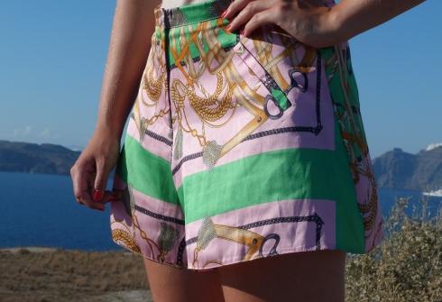 details-look-short-foulard